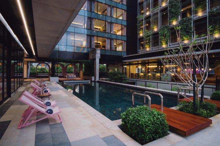 Kloe hotel pool